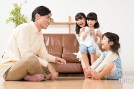為家計早出晚歸,父母每天見到孩子只剩簽聯絡簿?